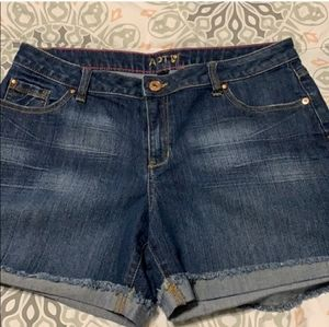 Apt 9 modern jean shorts